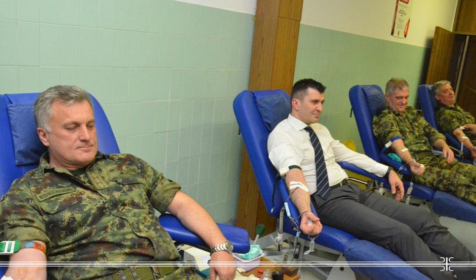Ministar donirao krv 042017-1.jpg
