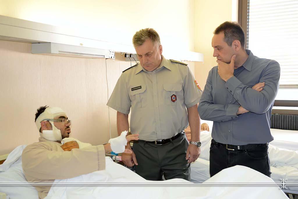 Ministar odbrane obišao povređene radnike iz Centra za socijalni rad.JPG